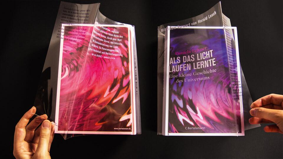 Daniela Leitner / Als das Licht laufen lernte / Eine kleine Geschichte des Universums / Transparenter Schutzumschlag