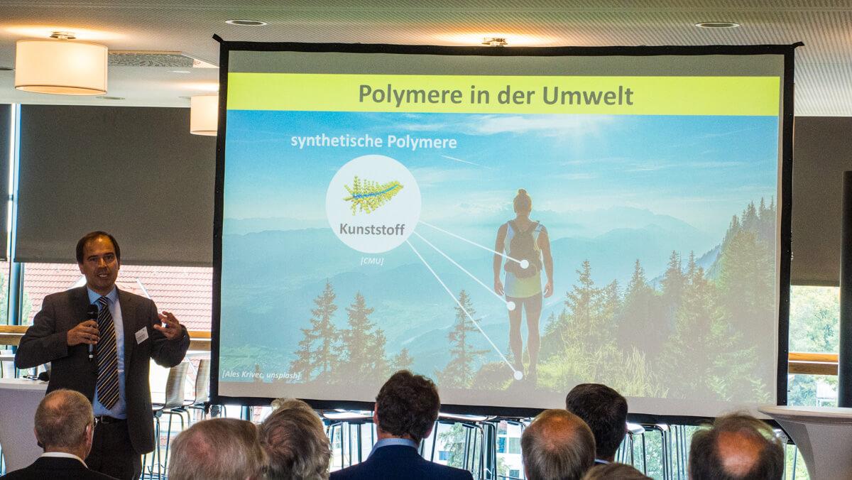 Wissenschaftstag 2018 Fürth / Vortrag Prof. Dr. Dietmar Drummer, FAU Erlangen-Nürnberg: Polymerforschung und -entwicklung in der Metropolregion / Polymere in der Umwelt / Vortragsdesign: Daniela Leitner